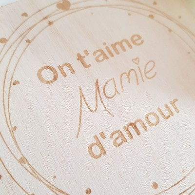 carte en bois on t'aime mamie d'amour