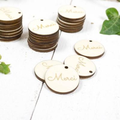 étiquettes gravées en bois