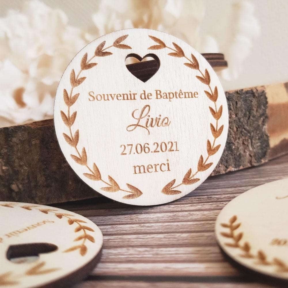 étiquettes en bois souvenir de baptême