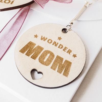 porte-clefs en bois wonder mom