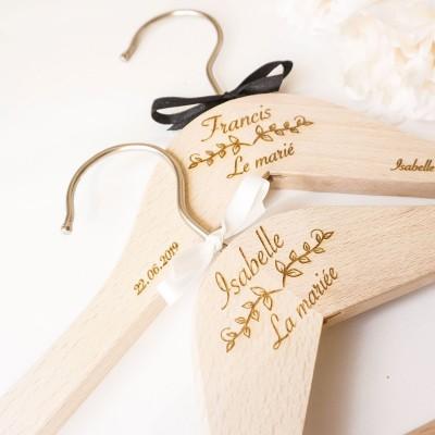 duo de cintres personnalisés pour le mariage