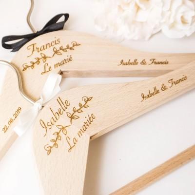 cintre en bois pour le mariage