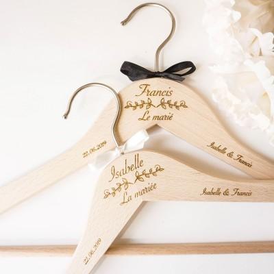 Duo de cintres pour les tenues des mariés
