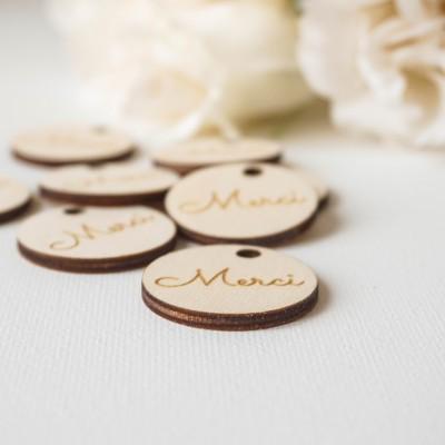 étiquettes en bois pour cadeaux d'invités