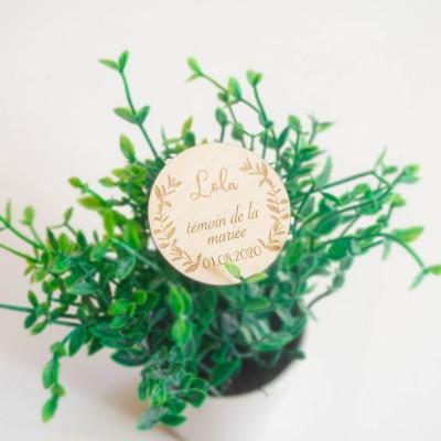 broche en bois à personnaliser et à offrir aux invités de votre mariage