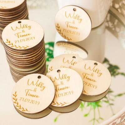 étiquettes en bois pour les cadeaux d'invités du mariage