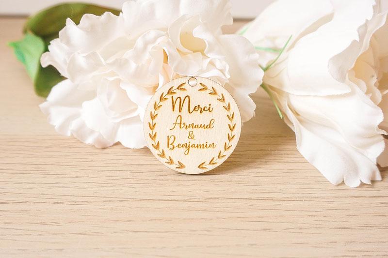 étiquette de mariage personnalisée en bois