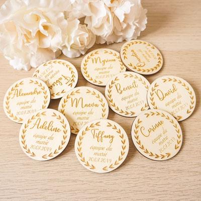 badges personnalisés en bois